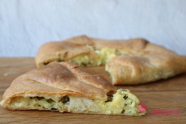Пирог с черемшой и картофелем