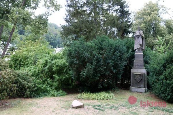 памятники в Карловых Варах памятник карлу 4