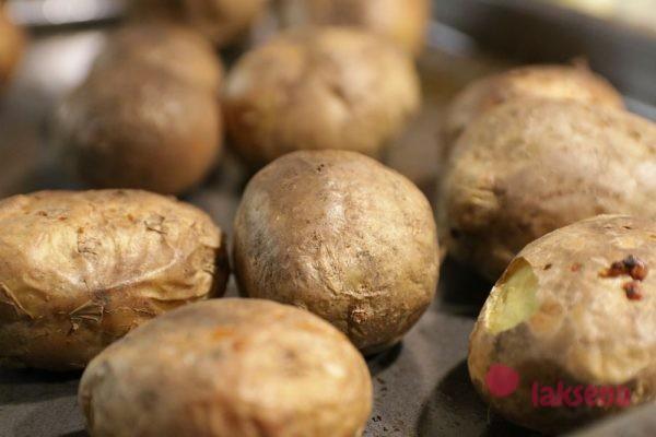 Запеченный картофель в мундире с тунцом, английская кухня