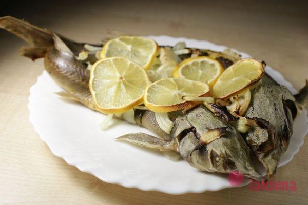 Стерлядь в духовке с лимоном