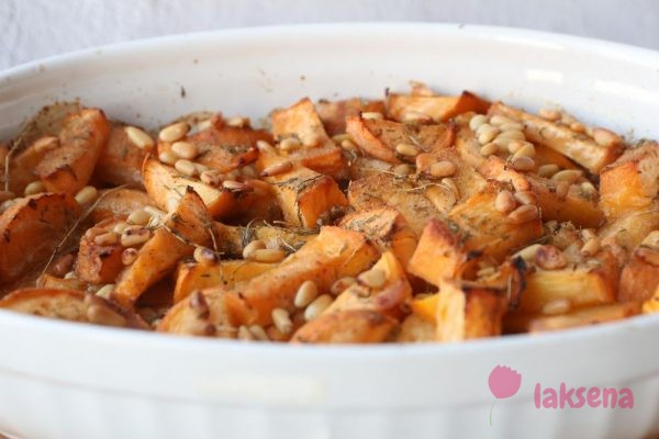 Запеченная репа с тимьяном и кедровыми орехами