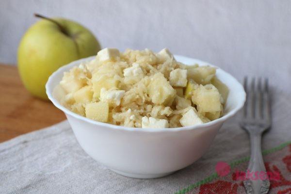 Салат из сельдерея с сыром и яблоком