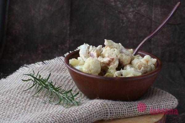 филе индейки  с цветной капустой в сливочном соусе