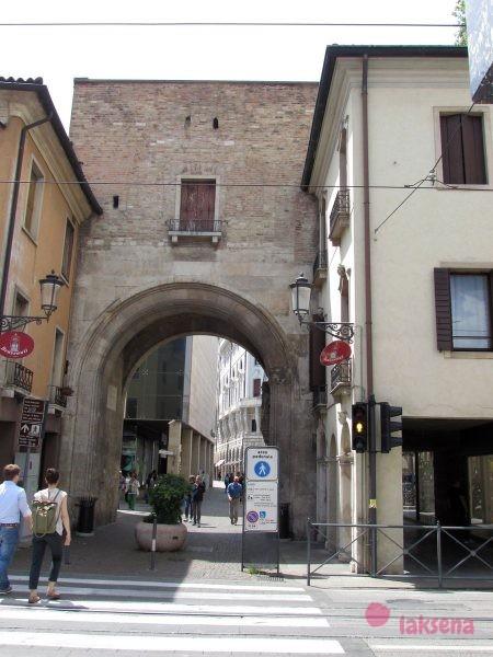 Ворота Альтинате (Porta Altinate) городские ворота падуи