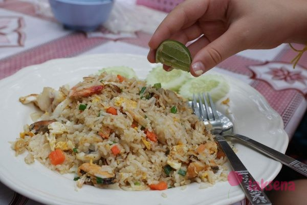 жареный рис с морепродуктами fried rice with seafood