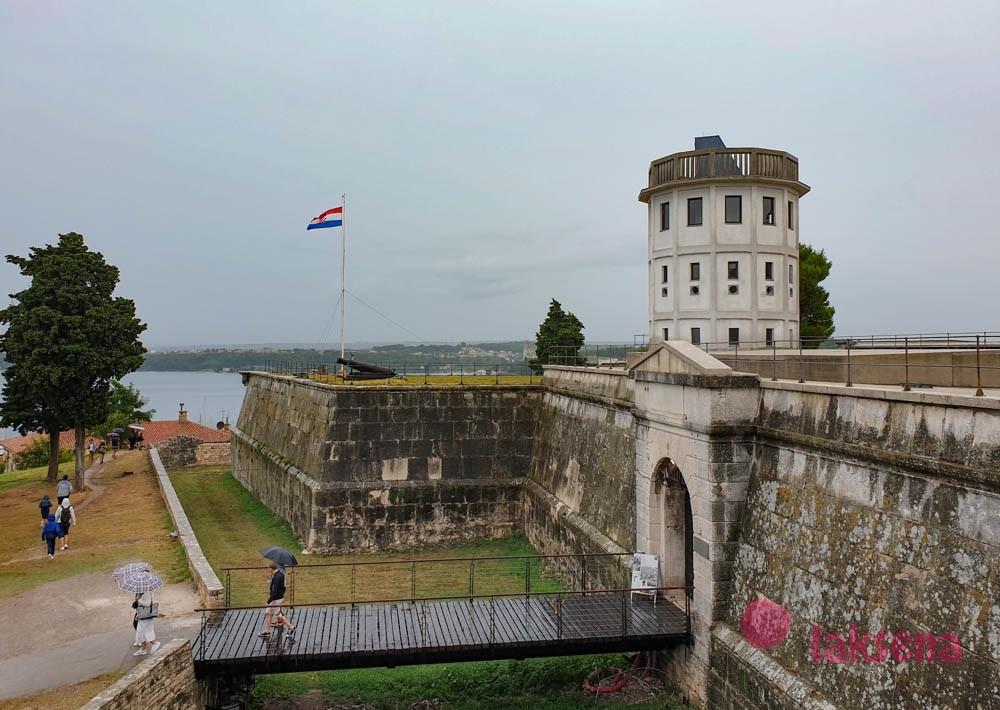 крепости Пулы Каштел