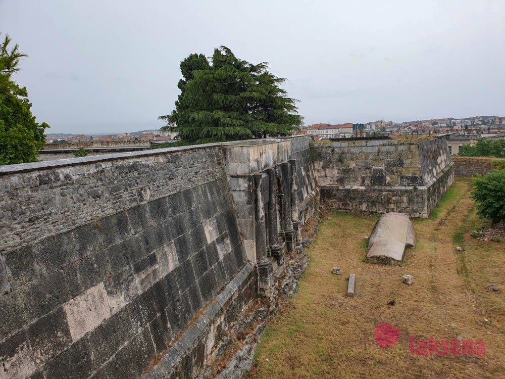 крепость Каштел
