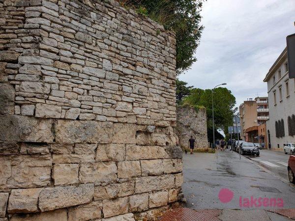 Часть крепостной стены Пулы