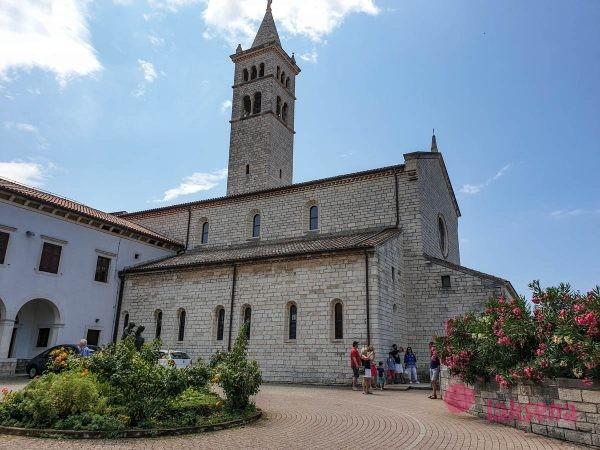 Монастырь и собор святого Антония пула