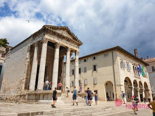 Храм Августа ратуша пула