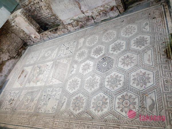 Напольная мозаика