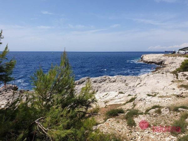 Пляжи Пулы стоя