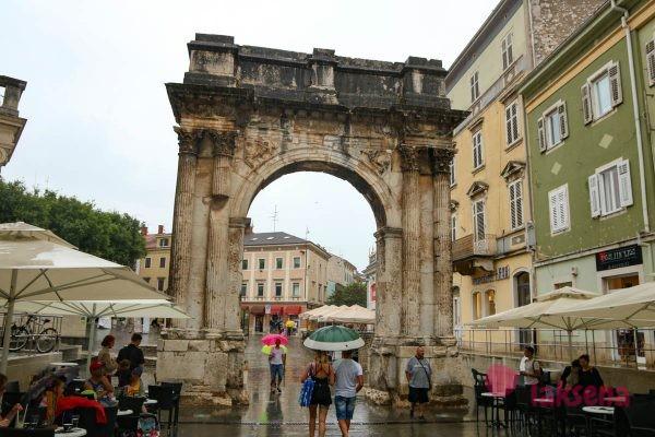 Триумфальная арка Сергиев пула