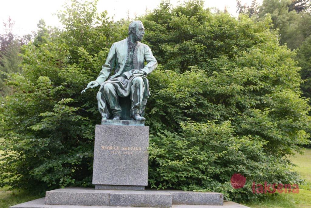 Памятник Бедржиху Сметане карловы вары почтовый двор