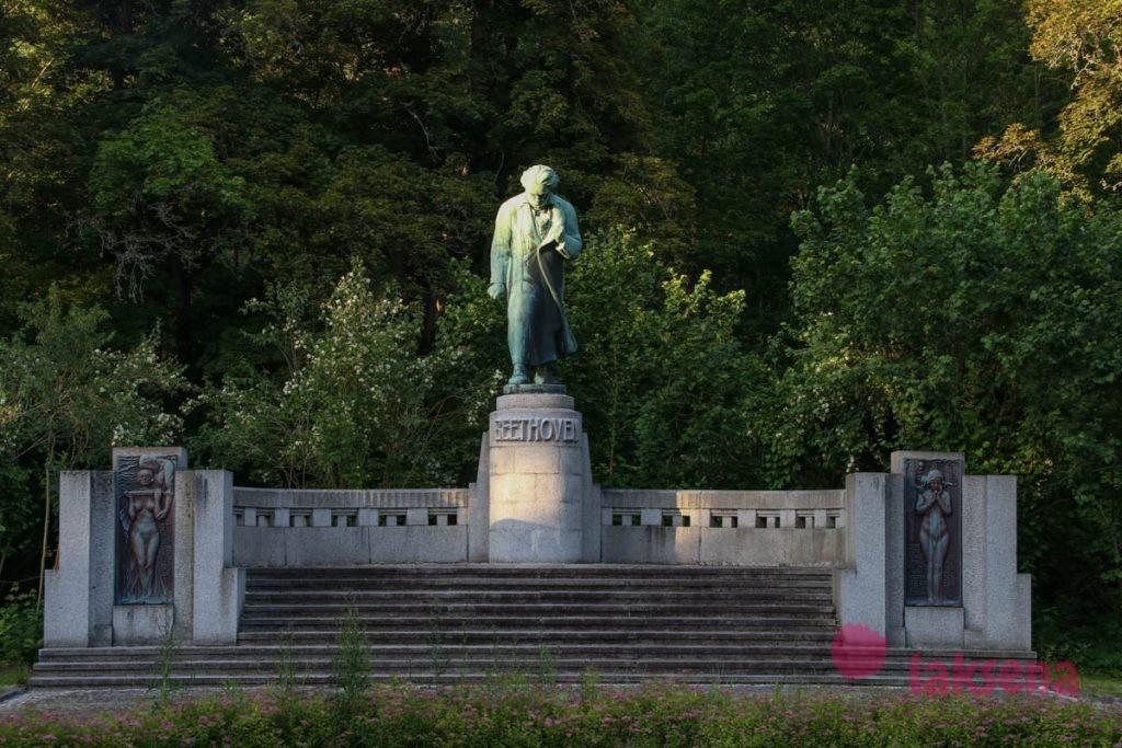 Памятник Людвигу ван Бетховену карловы вары японский сад отель ричмонд
