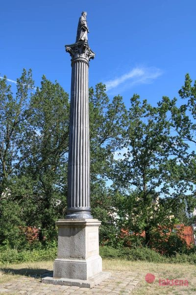 Колонна со скульптурой Карла IV