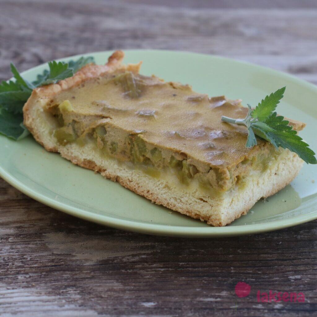 Пирог с ревенем и сметанной заливкой